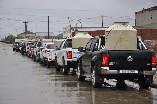 Camiones: el gran negociado del agua