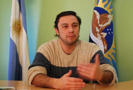 Camino es el actual Titular del área de Trabajo en el gobierno de Alicia Kirchner.